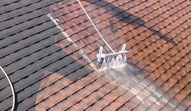 Dak ontmossen: Hoe reinig je je dakpannen