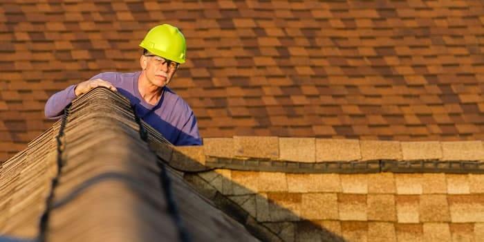 Check je dakbedekking op scheuren, lekken en mos