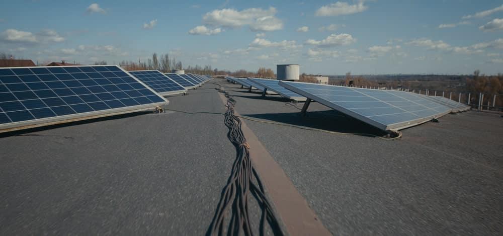 zonnepanelen op een plat dak hebben ballast nodig