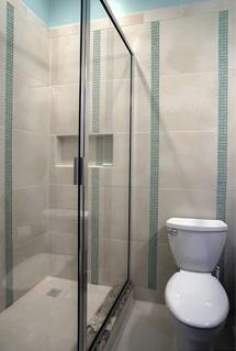 Kleine badkamer: glazen douchewanden