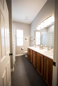 Kleine badkamer inrichten: gebruik lichte kleuren