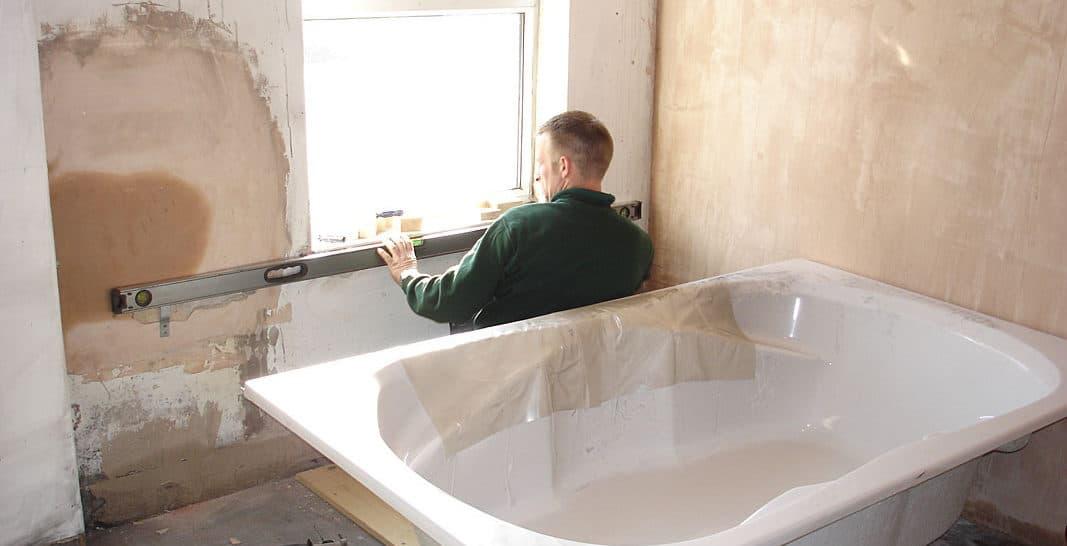 Zelf een bad plaatsen: Veiligheidsregels en stappenplan