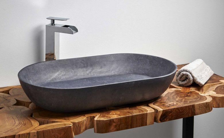 Landelijke badkamer meubelen en accessoires uit massief hout in