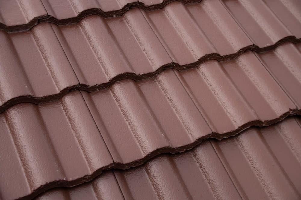 bruine betonnen dakpannen met coating