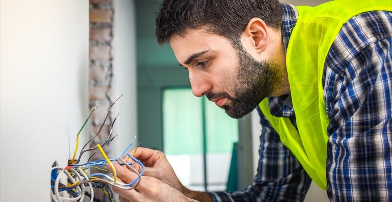 Besparen op elektriciteit: kies de goede elektricien