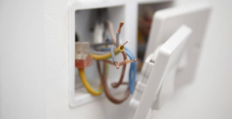 Waarom stopcontact laten plaatsen door elektricien?
