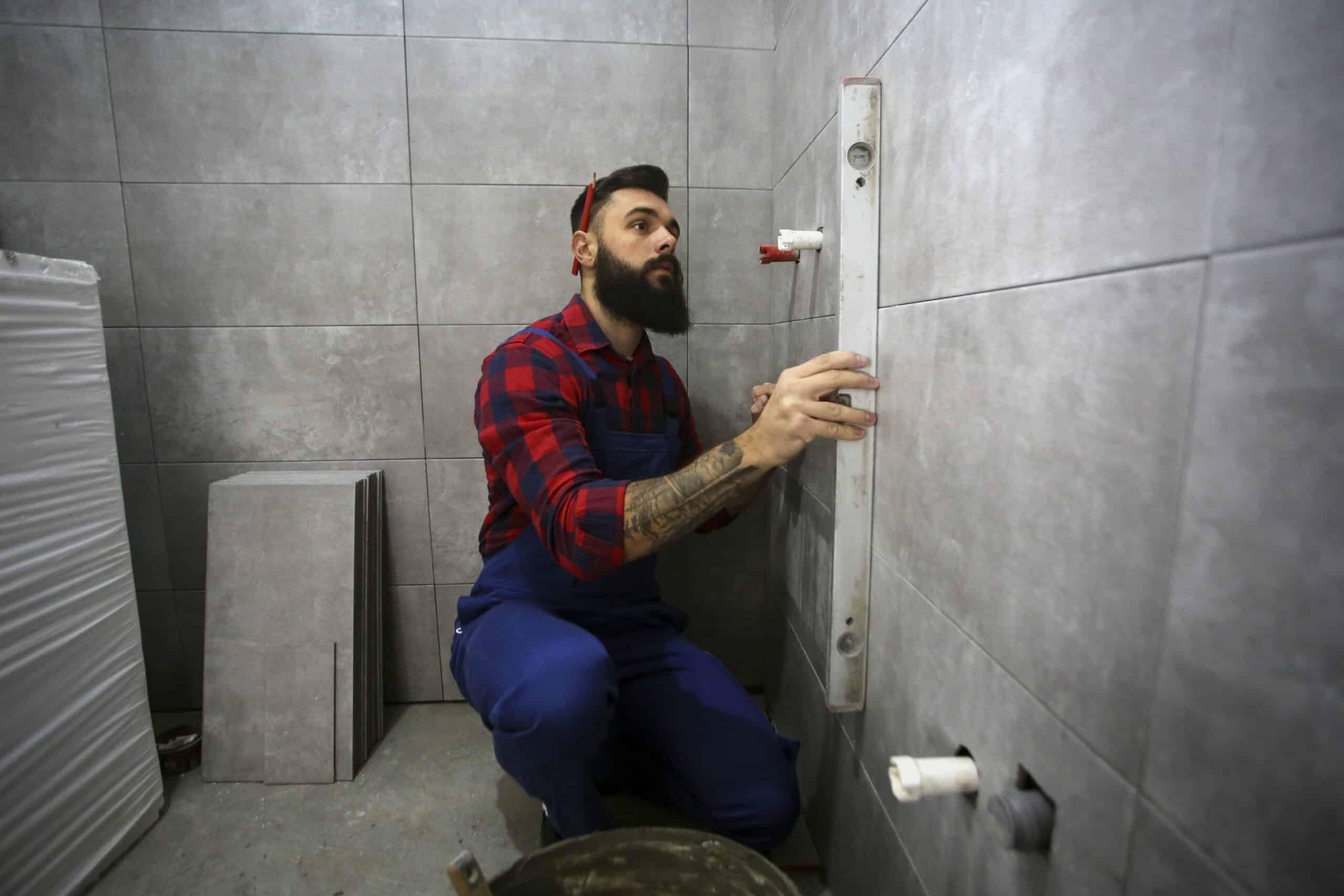 Badkamer installateur: kosten, tarieven en tips