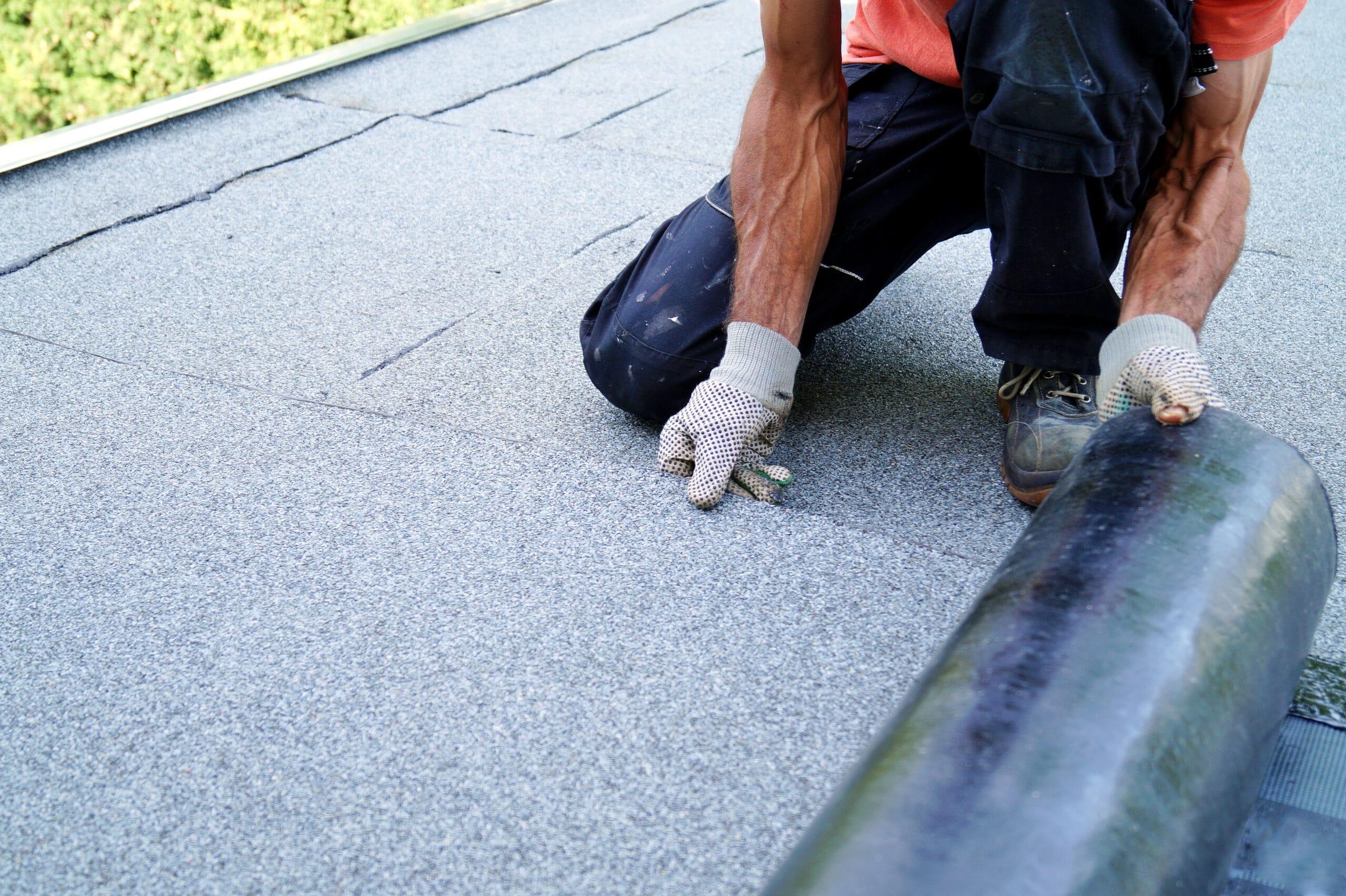 Plat dak vernieuwen: Prijs en soorten dakbedekking