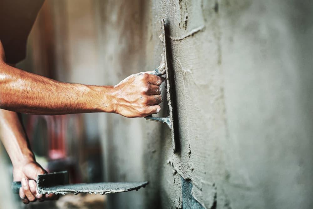 Pleisterwerk egale muur maken